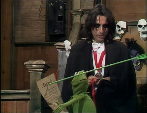 The Muppets wallpaper possibly with a garden rake titled The Muppet tampil with Alice Cooper
