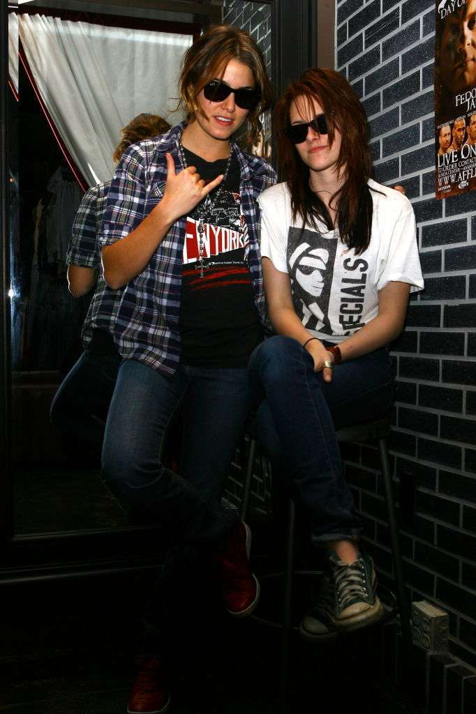 nikki and Kristen Shopping - nikki-reed-and-kristen-stewart photo