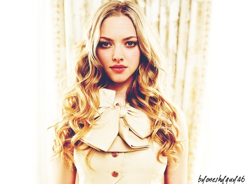 Amanda Seyfried wallpaper possibly containing a well dressed person, a trench coat, and an overgarment entitled Amanda Seyfried