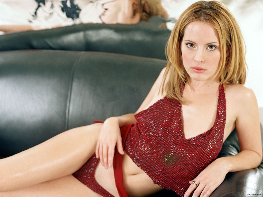http://images2.fanpop.com/images/photos/3200000/Emma-Caulfield-emma-caulfield-3253032-1024-768.jpg