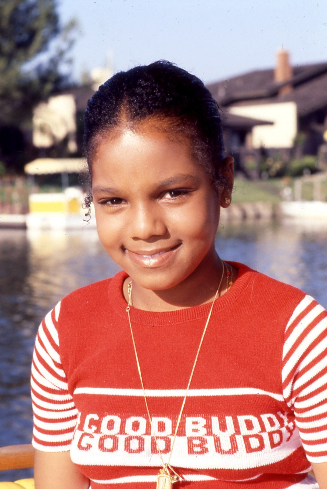 http://images2.fanpop.com/images/photos/3200000/Janet-Jackson-stars-childhood-pictures-3278303-1072-1600.jpg