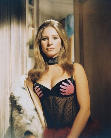 Barbra Streisand kertas dinding with a bulu kot called Sexy