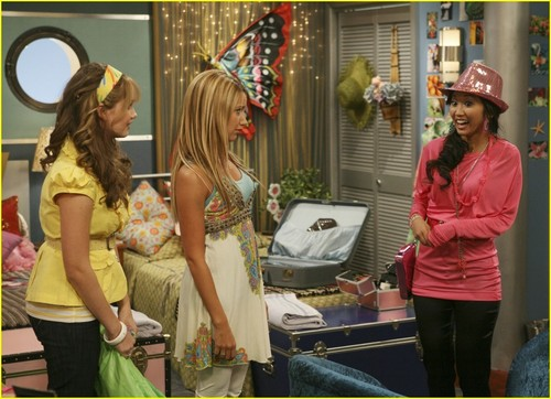 The Suite Life on Deck The-Suite-Life-on-Deck-Still-vanessa-hudgens-and-ashley-tisdale-3285504-500-362