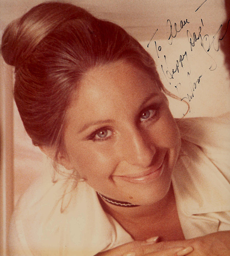 Barbra Streisand kertas dinding probably with a portrait called barbra