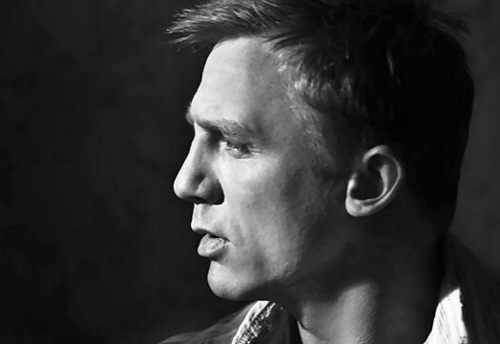 Daniel Craig Hintergrund possibly with a konzert titled sexy