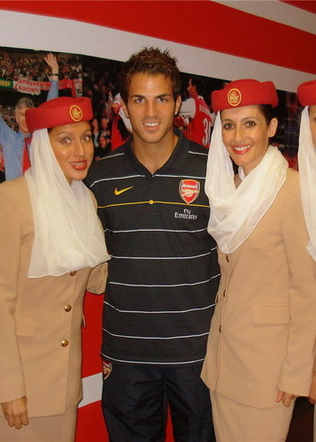 Cesc with emirates' air hostesses