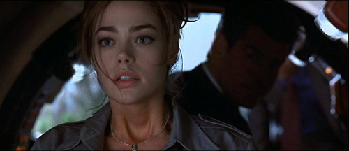 Denise Richards / Dr. Рождество Jones