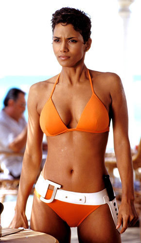 Bond girls wallpaper possibly with a bikini entitled Halle Berry / Jinx