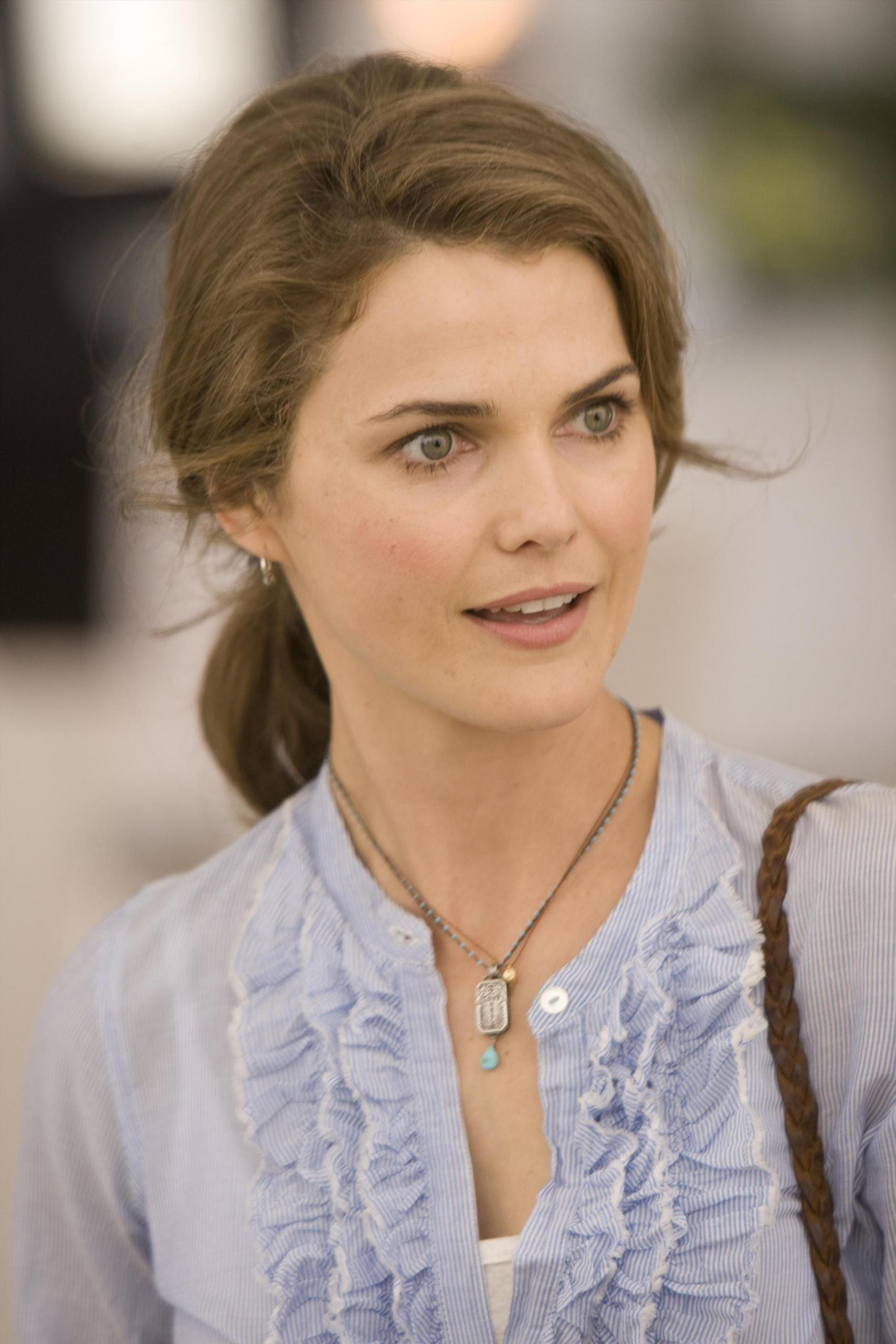 The 41-year old daughter of father David Russell and mother Stephanie Stephens, 163 cm tall Keri Russell in 2018 photo