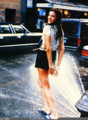 Liv Tyler wallpaper with a fountain called Liv
