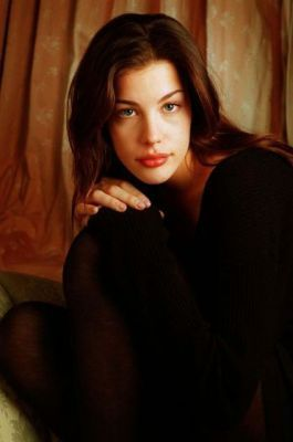 Liv Tyler achtergrond possibly containing a well dressed person and a portrait entitled Liv