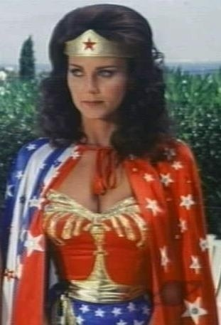 वंडर वुमन वॉलपेपर probably containing a surcoat, सुरकोट and a टैबर्ड called Lynda Carter