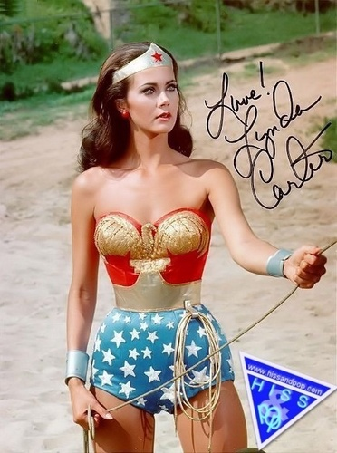 mulher Maravilha wallpaper probably containing a bikini called Lynda Carter