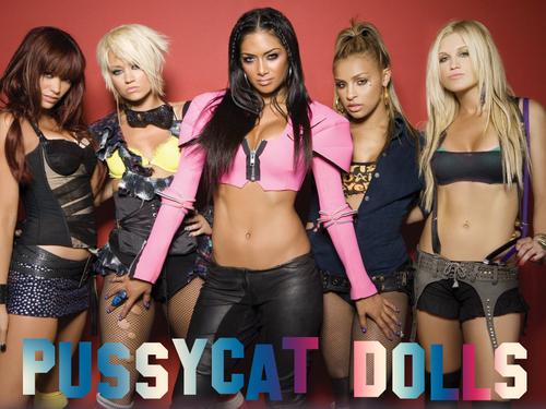 Les Pussycat poupées fond d'écran possibly with a bikini, hot pants, and pantalon chaud entitled PCD