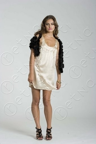 Phoebe Tonkin modeling