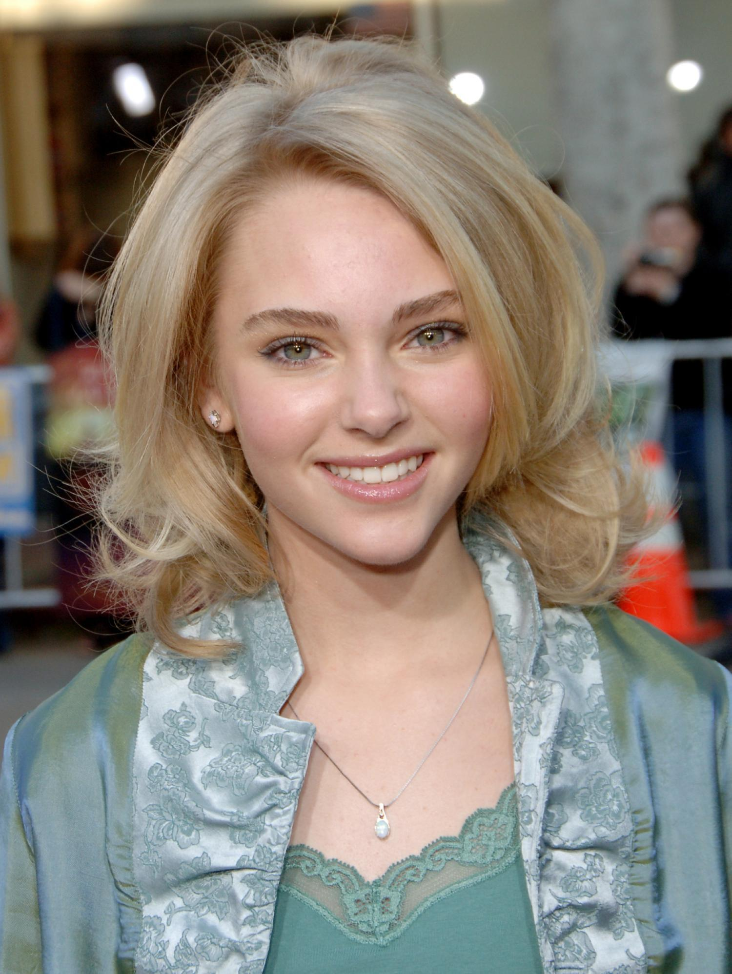 AnnaSophia Robb The Reaping Premiere