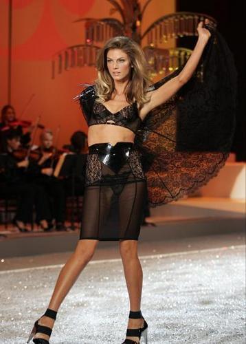 Victoria's Secret fashion 显示 2008