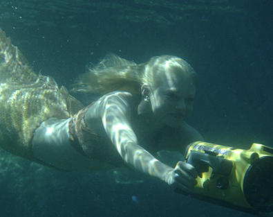 http://images2.fanpop.com/images/photos/3300000/h2o-just-add-water-cariba-heine-and-phoebe-tonkin-3319098-395-313.jpg