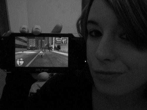 xEMMUREx Playing her PSP