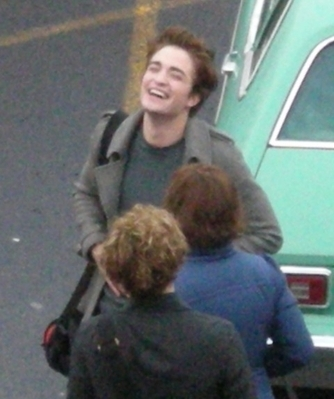 Robert Pattinson  Ashley Greene on Robert Pattinson Laughs It Up With Ashley Greene And Jackson Rathbone