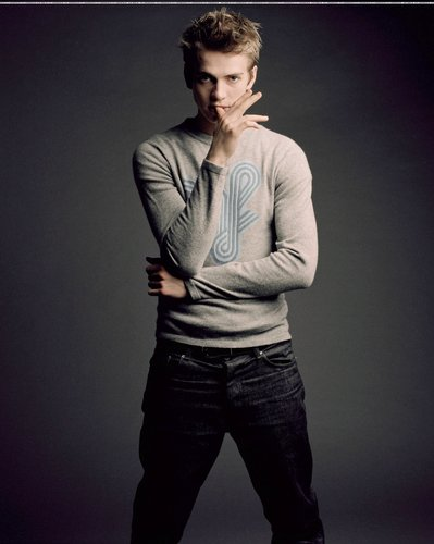 Hayden Christensen Hintergrund containing a well dressed person, a business suit, and long trousers entitled Hayden <3