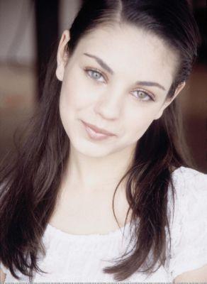 Mila Kunis Hintergrund containing a portrait entitled Mila