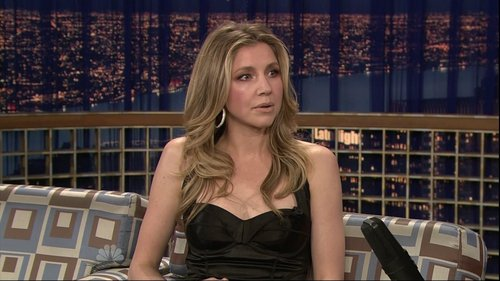 Sarah Chalke wallpaper probably containing a living room, a drawing room, and a family room called Sarah On Conan 5/1/09
