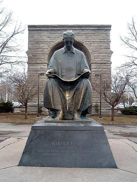 Statue of Tesla at Niagara Falls