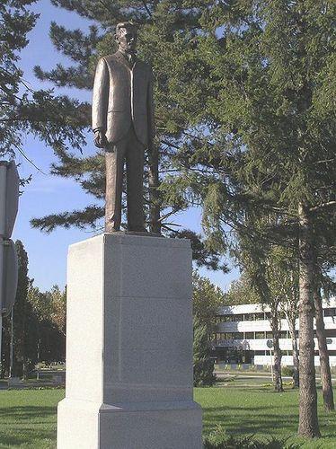 Statue of Tesla in front of Belgrade Airport