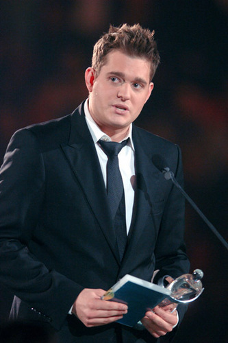 Michael Bublé Hintergrund with a business suit, a suit, and a two piece called michael bublé