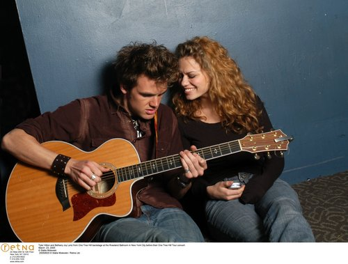 Tyler Hilton wolpeyper containing an acoustic gitara and a guitarist called tyler