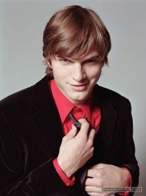 ashton kutcher wallpaper with a business suit, a suit, and a three piece suit titled Ashton♥
