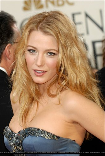Of Course Blake Lively Is Smokin Hot as a Red Head