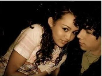 Miley Cyrus and Nick Jonas wallpaper containing a portrait called Cute Niley Photos