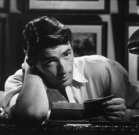 Gregory Peck 바탕화면 possibly with a sign and a 턴테이블 called Gregory Peck