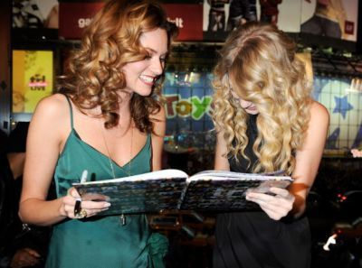 Hilarie burton and Taylor pantas, swift