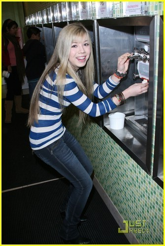 jennette mccurdy is looking
