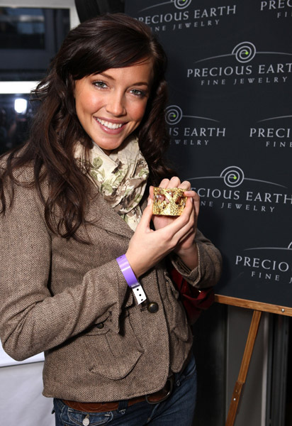 Vive la Nature !! - Page 7 Katie-HBO-Luxury-Lounge-In-Honor-Of-The-66th-Annual-Golden-Globe-Awards-09-katie-cassidy-3508488-412-600