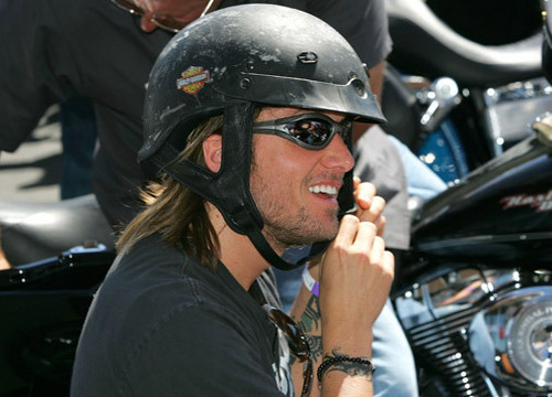 Keith Urban Hintergrund possibly containing a green beret, uniform, regimentals, and a motorcycle cop titled Keith Urban