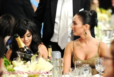 Megan & Vanessa @ 2009 Golden Globes - Inside