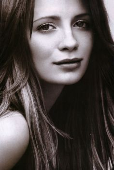 Mischa Barton wallpaper with a portrait called Mischa <3