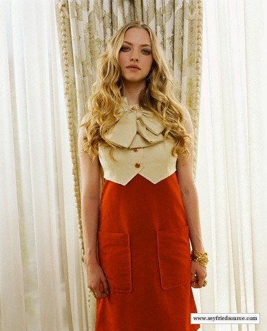 Amanda Seyfried wallpaper probably with a cocktail dress, a kirtle, and a dress called Seyfried