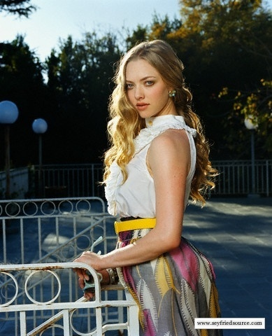 Amanda Seyfried wallpaper possibly with a sundress, a dress, and a cocktail dress called Seyfried