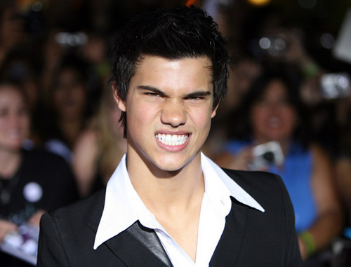 Taylor Lautner پیپر وال with a business suit called Werewolf Smile!