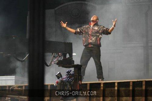 "Chris on Set of ""SuperHuman"" संगीत Video"