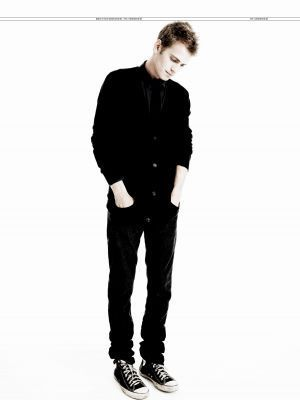 Hayden Christensen Hintergrund with a well dressed person and a business suit titled Hayden