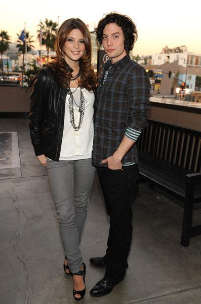 http://images2.fanpop.com/images/photos/3600000/J-A-jackson-rathbone-and-ashley-greene-3633498-397-600.jpg