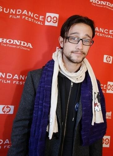 Joseph Gordon-Levitt karatasi la kupamba ukuta titled Joseph at Sundance