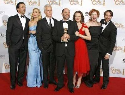 Mad Men Hintergrund containing a business suit, a suit, and a dress suit entitled Mad Men @ The Golden Globe Awards 2009