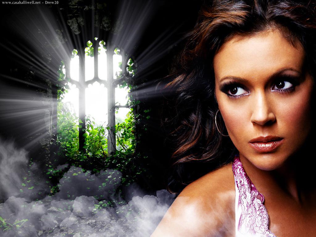 http://images2.fanpop.com/images/photos/3600000/Phoebe-phoebe-halliwell-3614809-1024-768.jpg